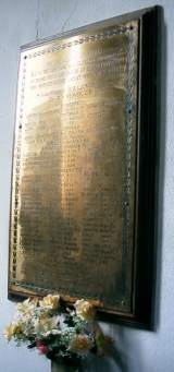 Y coflech yn yr eglwys / The memorial in the church